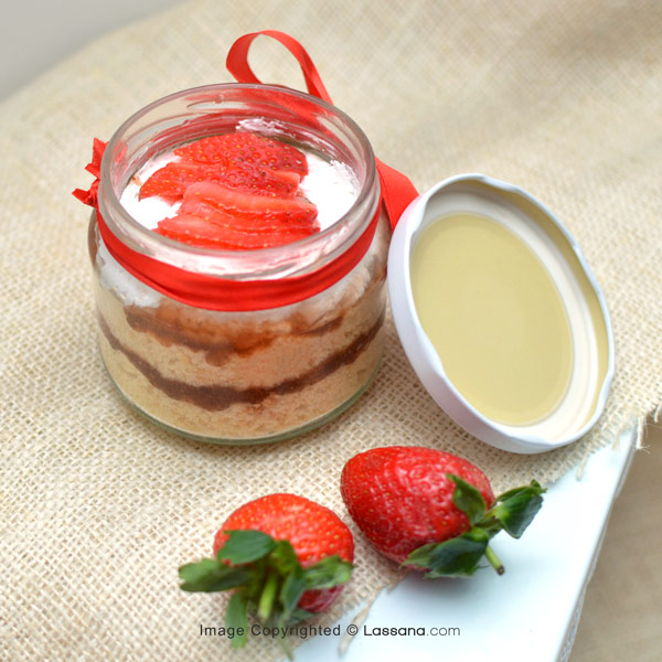 STRAWBERRY & CREAM CAKE JAR - Lassana Cakes - in Sri Lanka